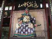 the sitting statue of General Yuefei