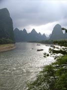 Seeing the clear water you cannot help jumping into the Li River
