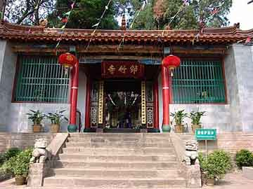 A building in Kunming Qiongzhu Temple